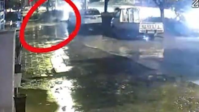 男子雨夜被撞身亡司机当场逃逸 民警十小时抓获嫌疑人