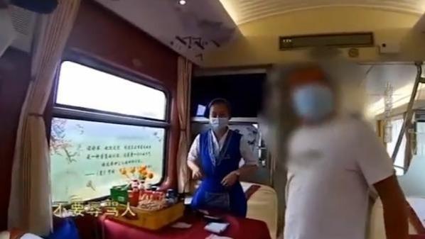 醉酒男火车上猥亵列车员借机触碰大腿 被行政拘留17日