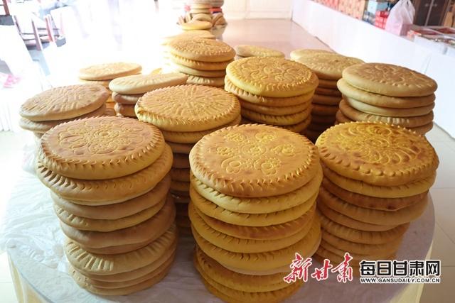 """张掖""""土月饼""""造型 (程莉 摄)"""