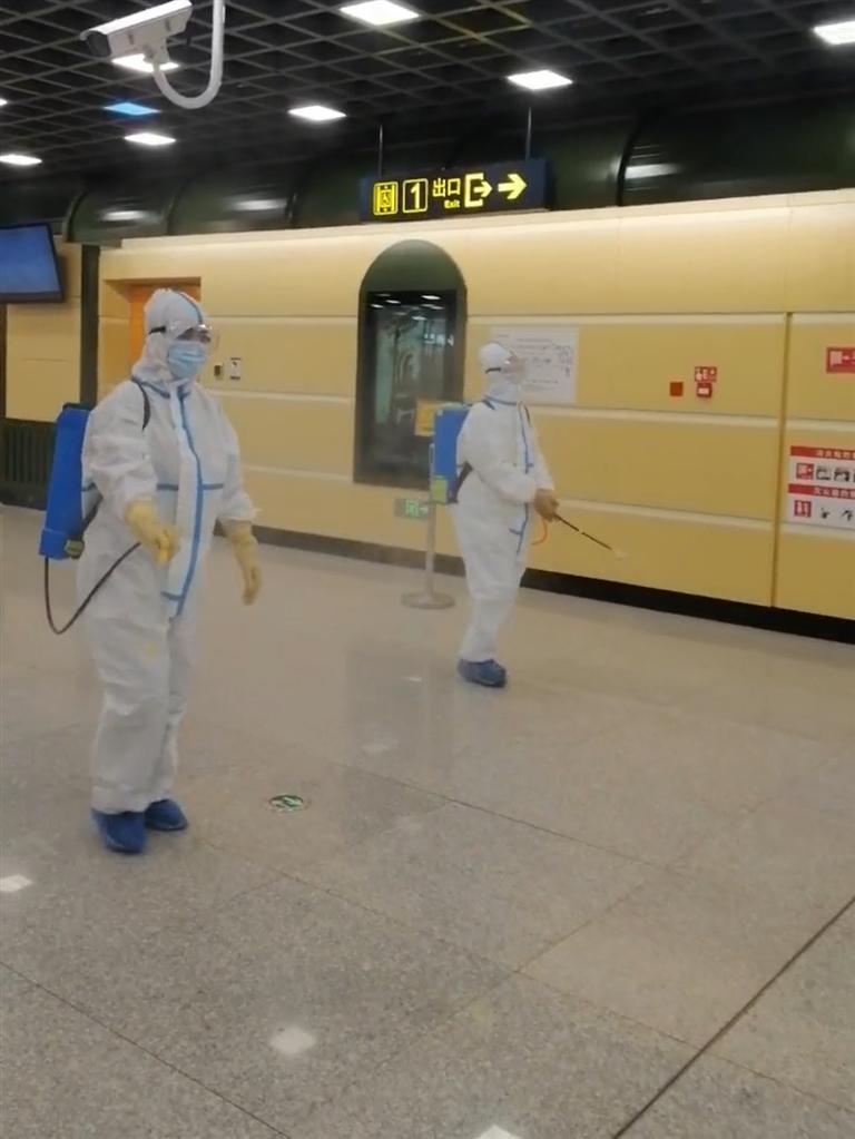 配合疫情防控 哈地铁4小时消杀一次