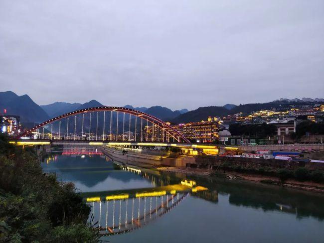 ▲ 茅台镇上的彩虹桥