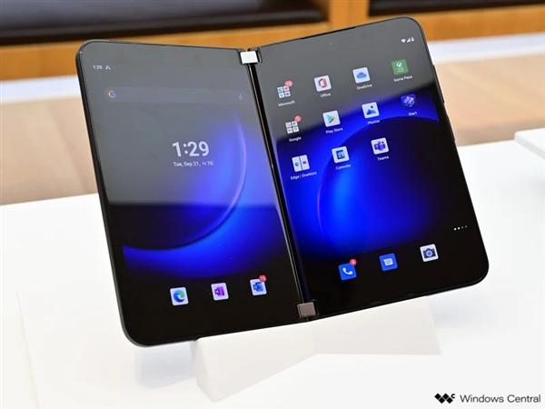 向苹果iPhone 13看齐!微软Surface Duo 2不配充电器:9700元起