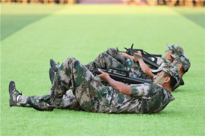 《军事技能表演》