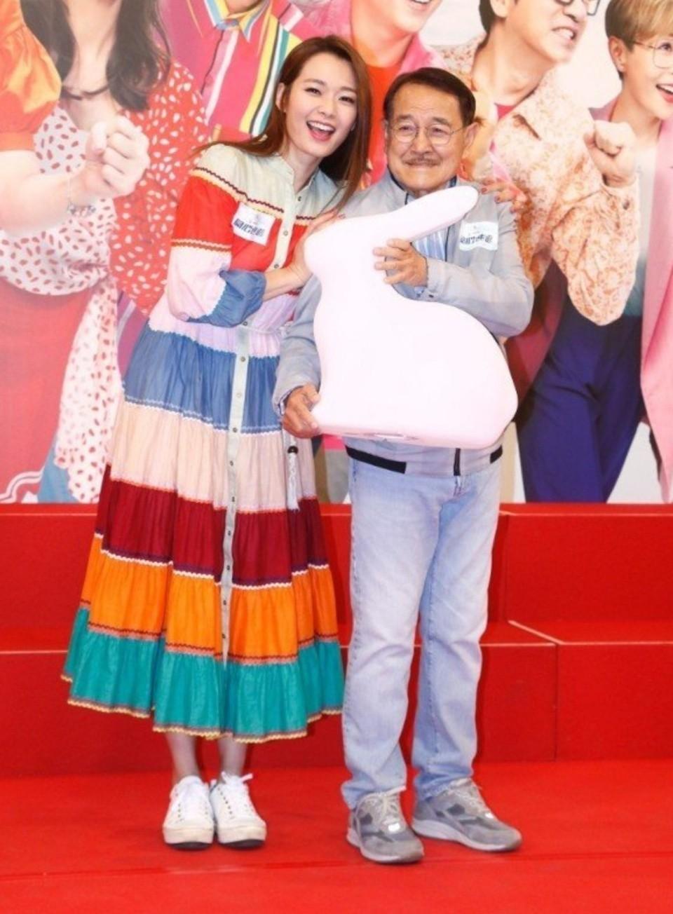 刘丹透露7岁小糯米近况,杨幂刘恺威忙于工作,奶奶陪她过中秋