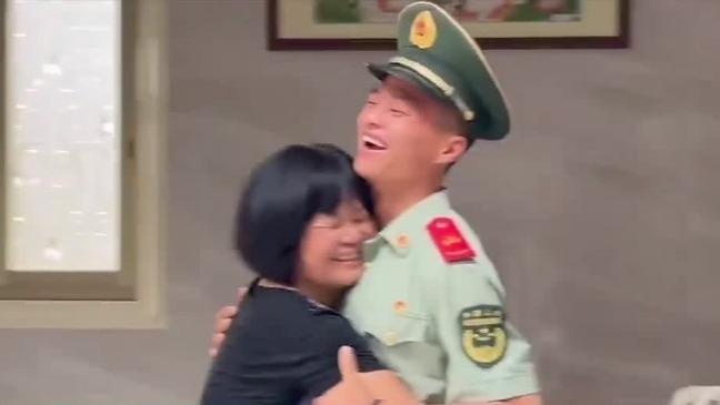 入伍3年儿子突然回家 妈妈瞬间泪目