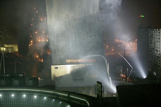 2009年2月9日晚,央视新址北配楼发生特大火灾。摄影|陈美群