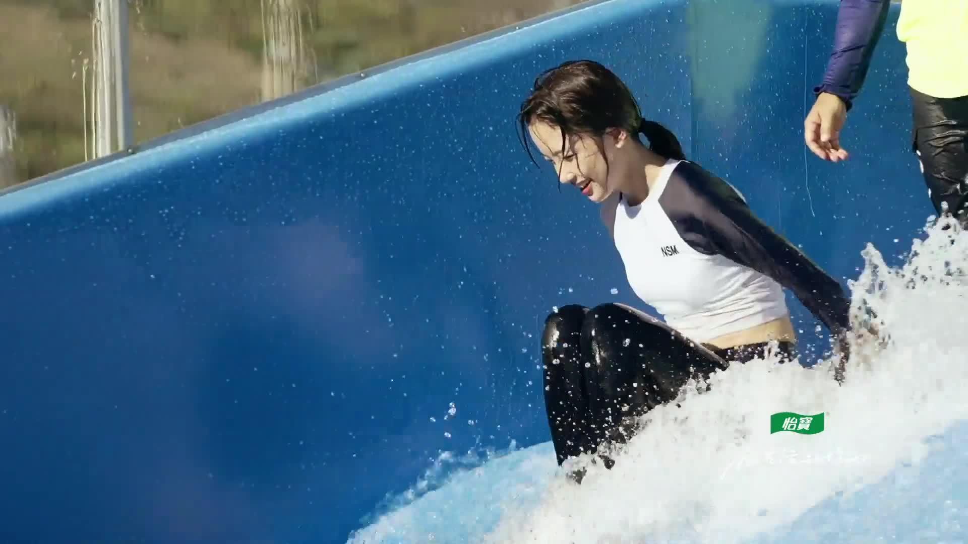水花频繁加班!撒贝宁尼格买提王冰冰玩冲浪解放天性