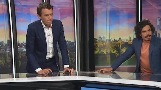 澳大利亚新闻主播直播中遭遇地震:情况很严重 我们得离开