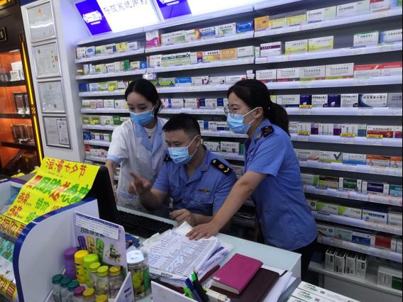 鹿城区对药品安全开展日常监管。鹿城区市场监管局供图