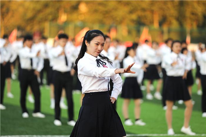 校园舞《奔跑的青春》