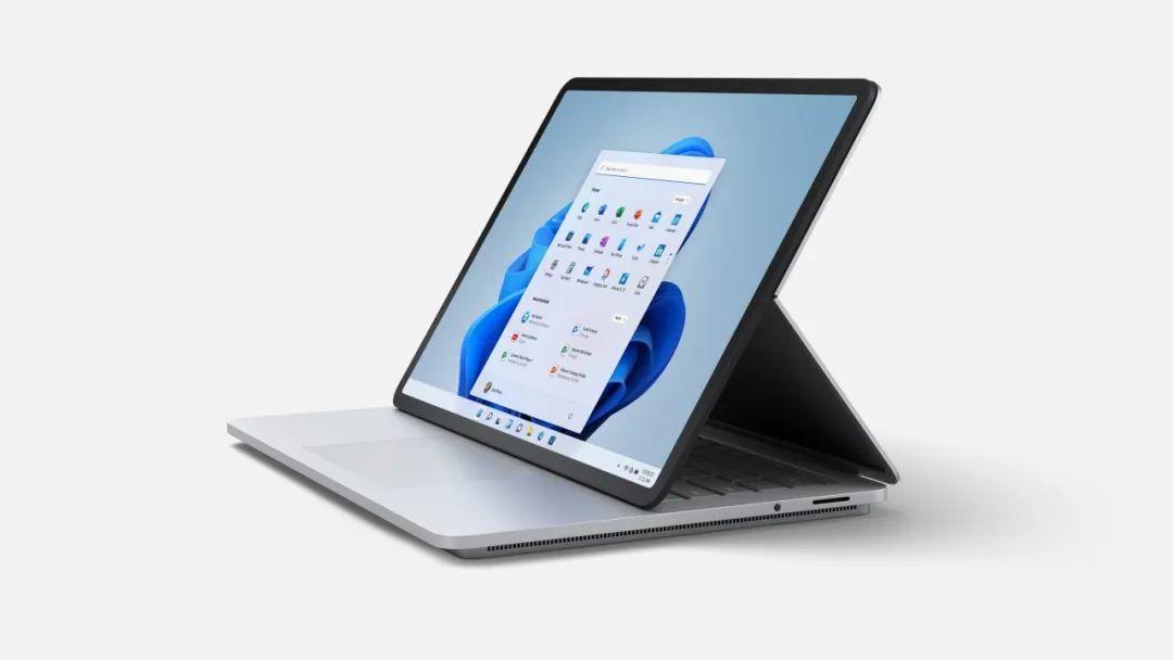 """Surface九周年之际 微软终于发布了一台""""融合怪"""""""