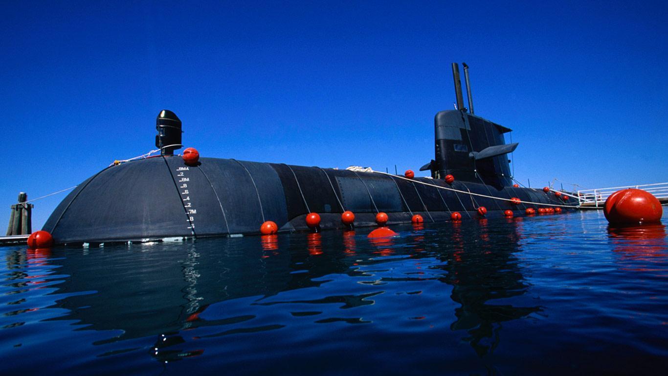 """虽然澳大利亚的""""科林斯""""级潜艇存在不少缺陷,但是该艇在很长时期内,确实是西方世界中性能最强悍的常规潜艇,这对假想敌常规潜艇力量不断加强的美国而言相当重要。"""
