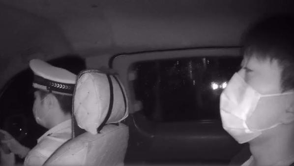 一个敢教一个敢学!无驾驶证男子酒后帮朋友开车