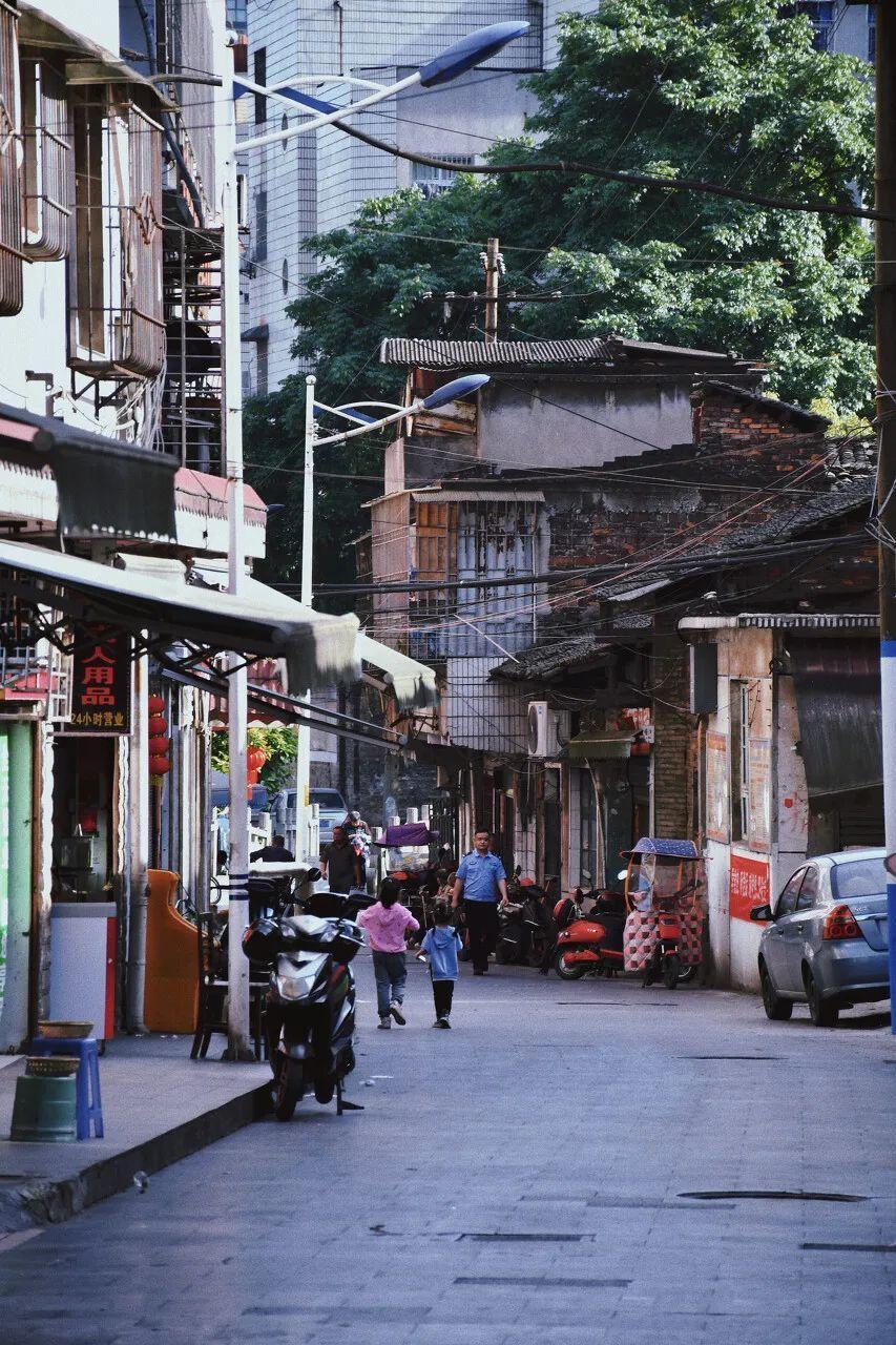 △ 郴州市东街,最老街巷之一,藏了不少鱼粉铺子。