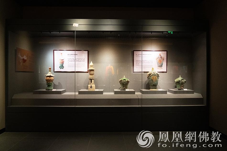 佛教艺术珍品展·佛教脚步(图片来源:凤凰网佛教 摄影:珠海普陀寺)