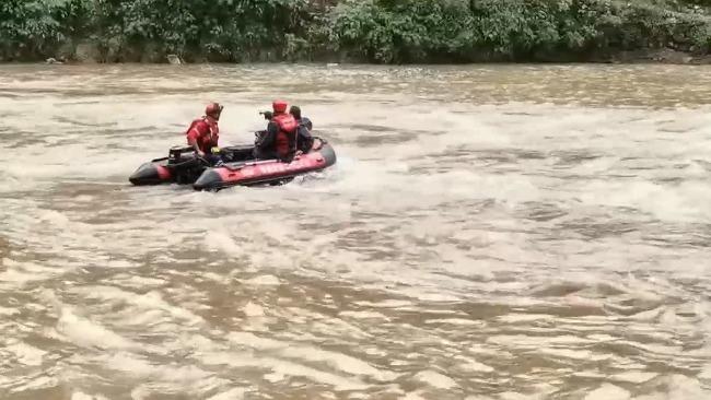 河南两位干部救群众时被洪水冲走 目前仍未找到