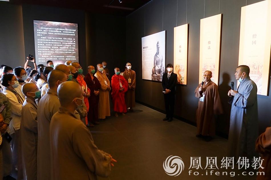 2021年佛教英语培训班学员参观珠海普陀寺筹备中的佛教艺术博物馆(图片来源:凤凰网佛教 摄影:珠海普陀寺)