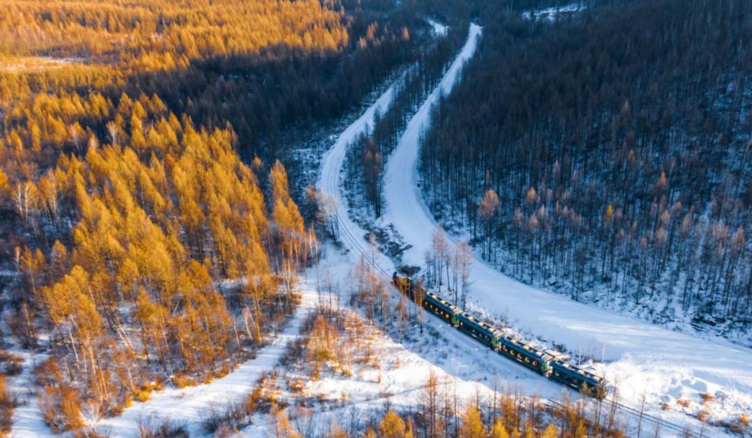 如果时间宽裕,还可以从根河搭乘海拉尔——莫尔道嘎的4170次列车,体验一下牙林铁路西线。