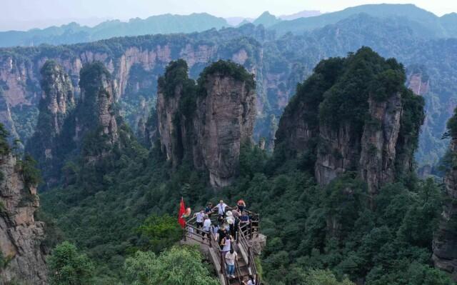 张家界人口数量_湖南 假期第二天张家界武陵源、天门山单日接待人数过万