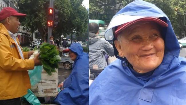 儿子带86岁偏瘫母亲上街卖菜