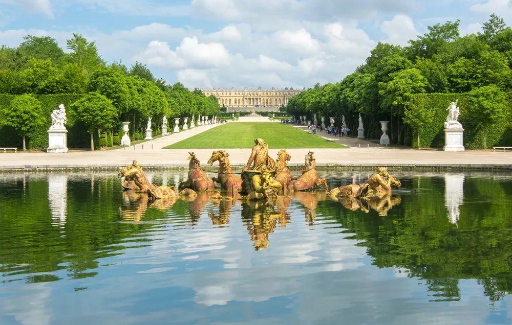 华丽辉煌的凡尔赛宫也是路易十四的一大成就 图:Shutterstock