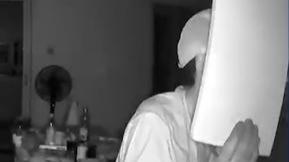 嘉兴一小区连发两起入室盗窃案 警方:嫌疑人攀爬溜窗作案