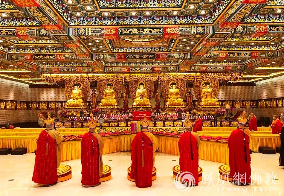 参与道场,香港宝莲禅寺启建水陆法会。(图片来源:凤凰网佛教 摄影:香港佛教联合会)
