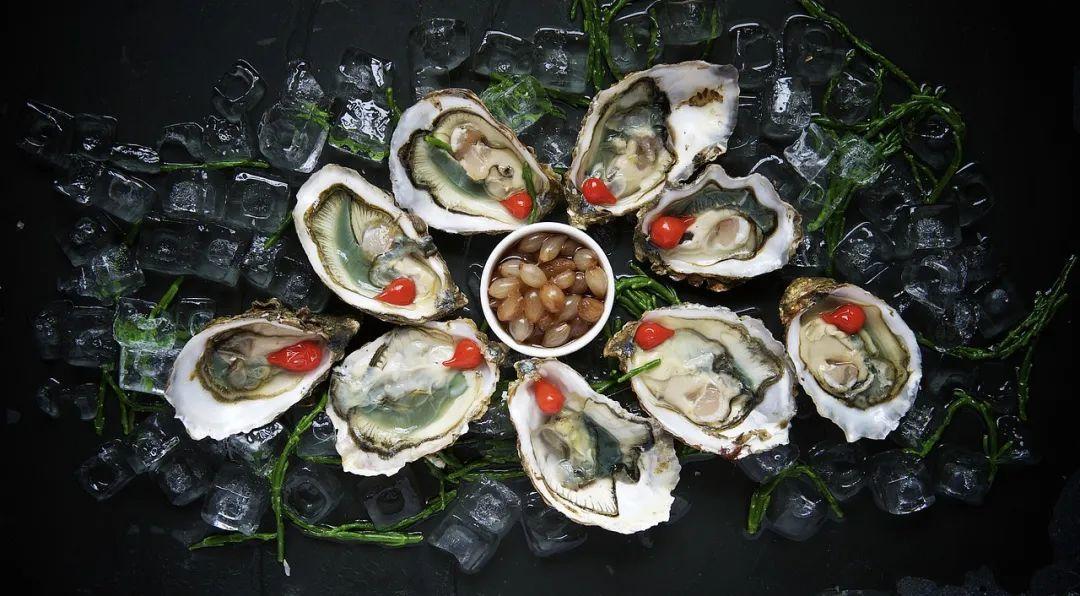 莫泊桑笔下的牡蛎,不知馋哭了多少隔壁小孩 图:Wikimedia Commons
