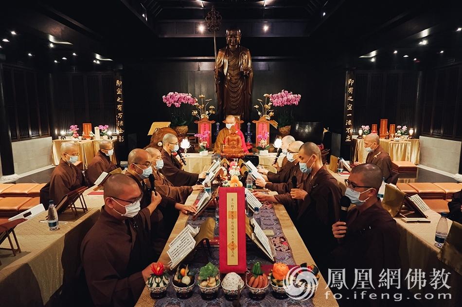 参与道场,慈山寺。(图片来源:凤凰网佛教 摄影:香港佛教联合会)