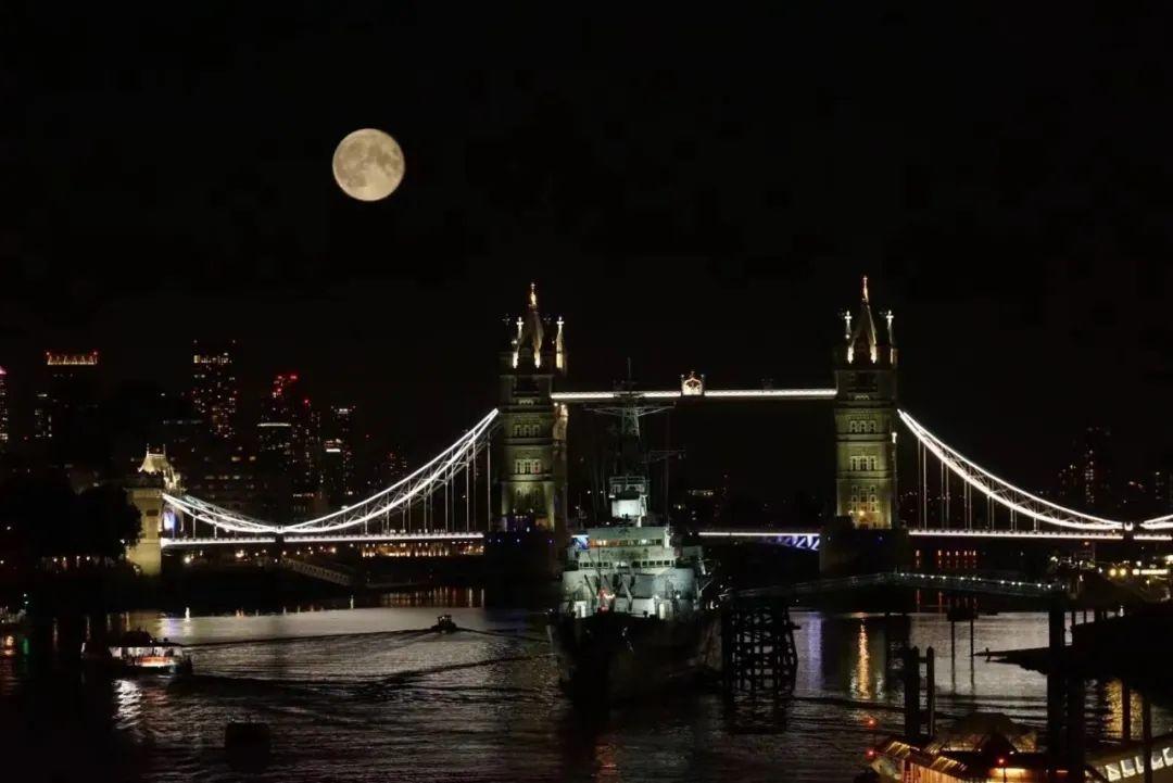 △ 伦敦的中秋月。图/ @汉青书半霍去病