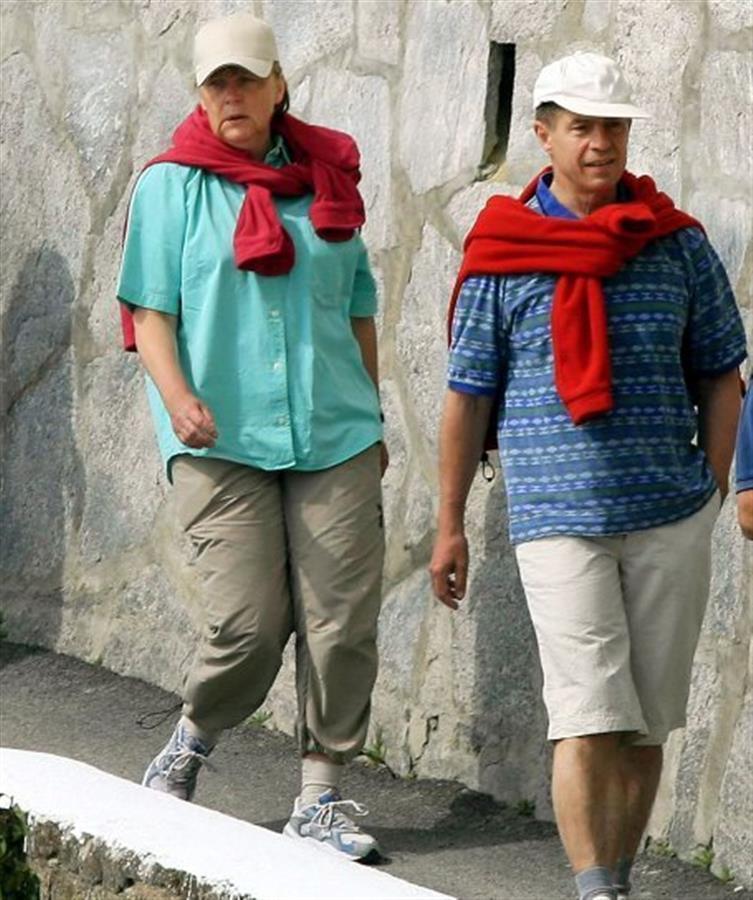 默克尔和她的丈夫在散布