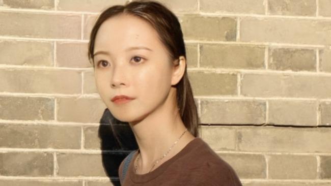 清华首个AI学生华智冰首次露正脸唱歌 面容姣好 声音甜美