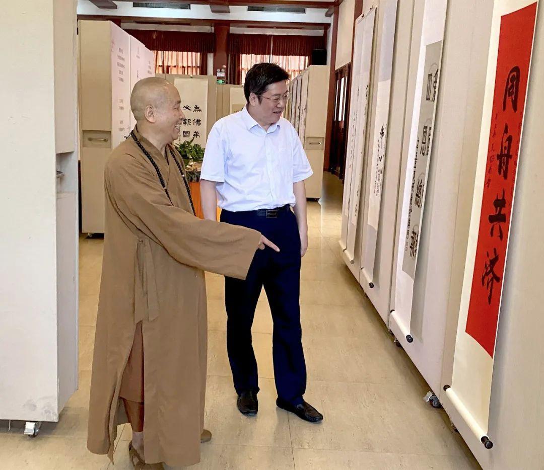 广州市统战部副部长李庆奎参观书法展