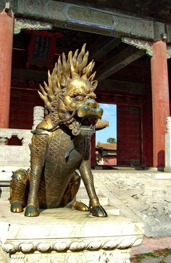 图四 故宫博物院慈宁宫大门前铜兽