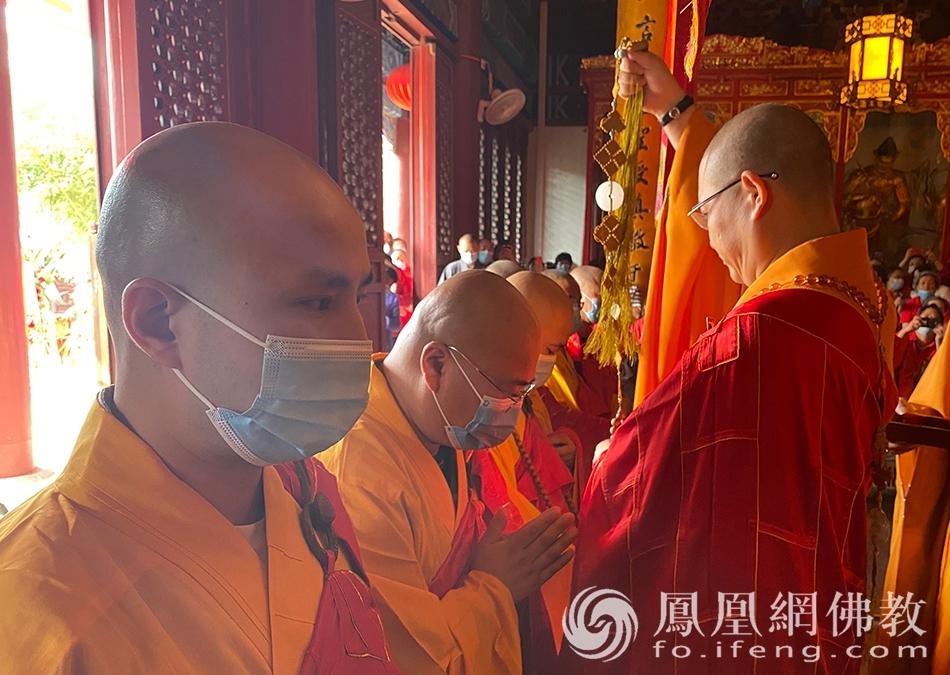 挂珠(图片来源:凤凰网佛教 摄影:药王古寺)