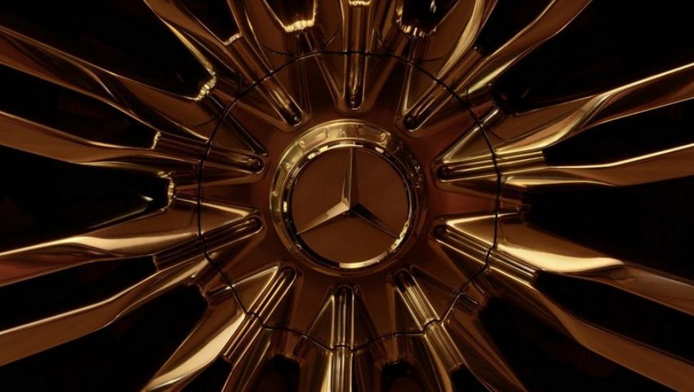梅赛德斯奔驰宣布由于芯片匮乏,不再保证为全部新车提供全线配置