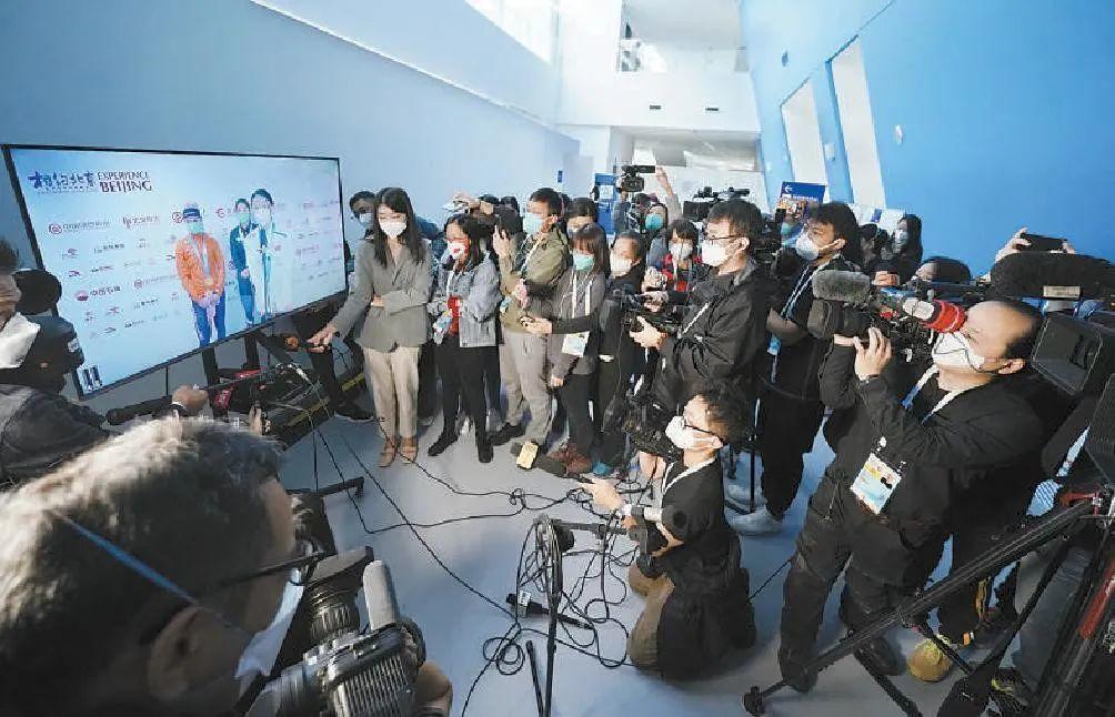 采用视频云采访的方式,参赛运动员和记者完全分隔开,通过摄像头、传声筒、显示屏来实现实时交流。