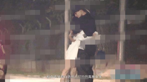 演员赵志伟恋情曝光?与女子当街甜蜜拥吻