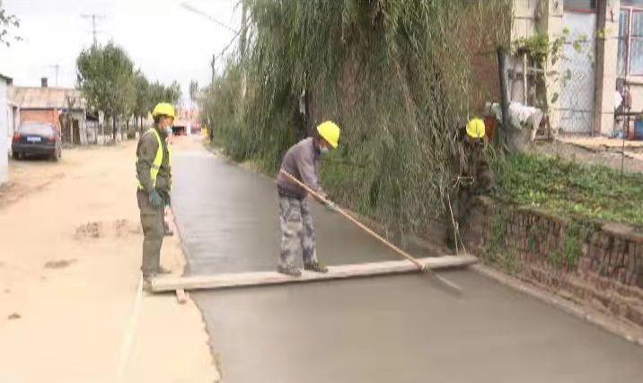 城镇道路改造施工现场