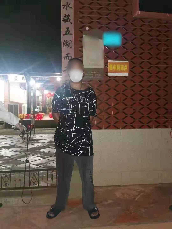 毛某孙指认现场  图片均来源:厦门市同安区人民法院
