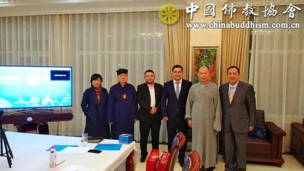 哈萨克斯坦驻华大使馆托列跟·布拉汉参赞和部分参会代表合影留念
