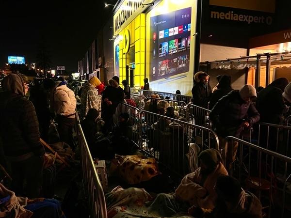 商店原价出售400张RTX 30系显卡 玩家疯狂:裹毛毯深夜排队