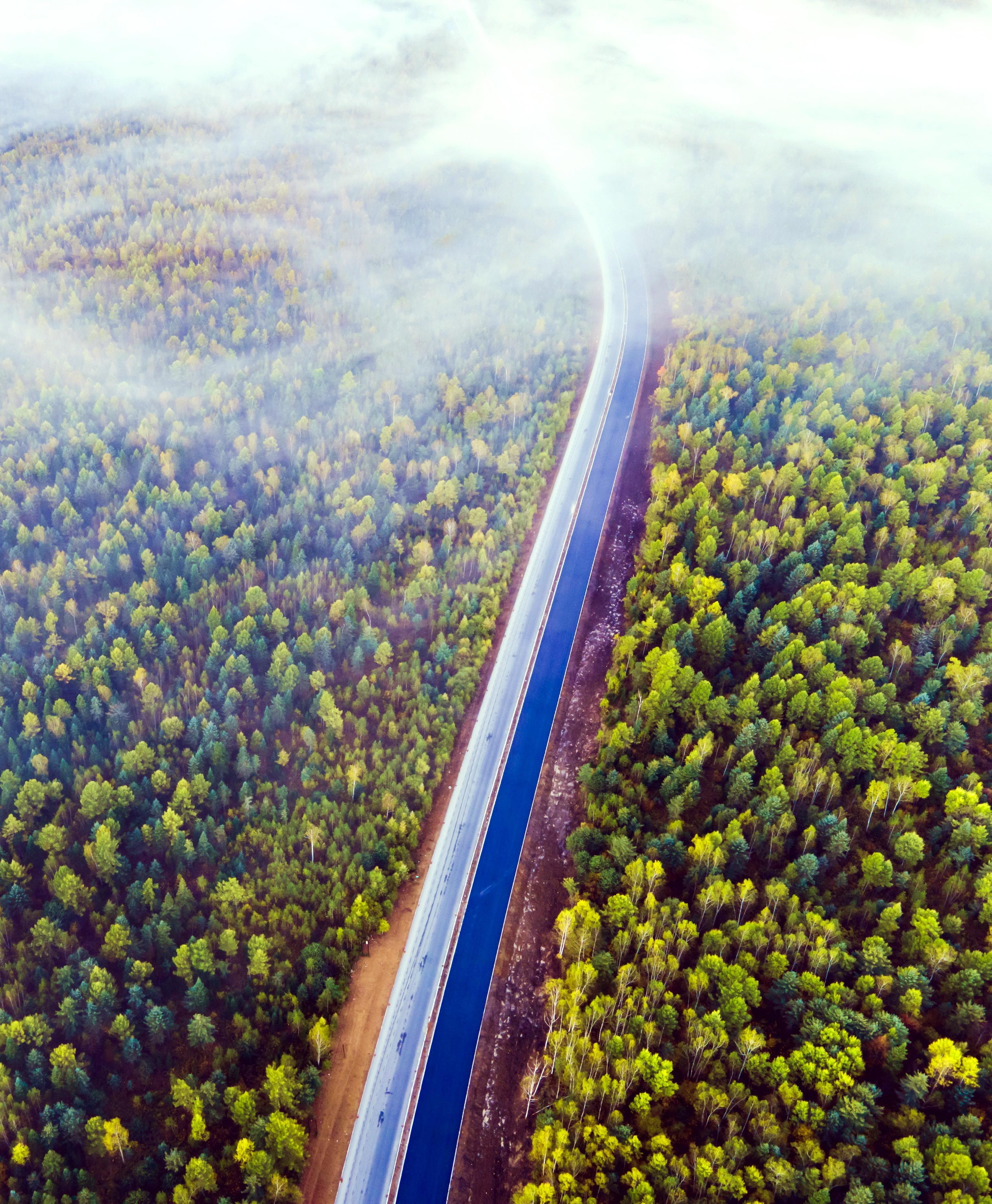 晨雾中的玉带-在建的嘉伊公路