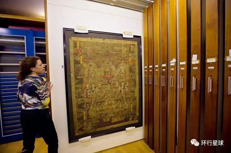 上图为大英博物馆中的斯坦因密室,至今登记在册的进入者不过几十人。斯坦因从敦煌莫高窟藏经洞带回了1.37万件文物。