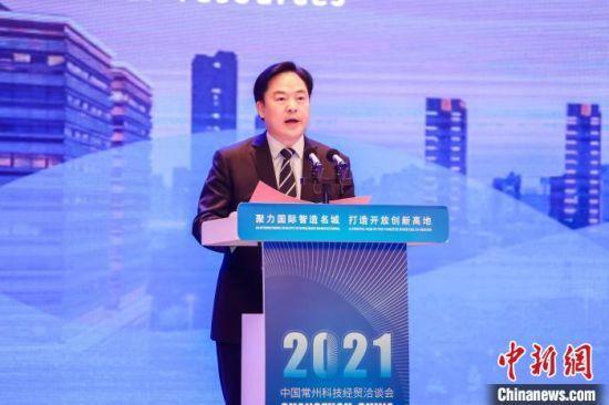 常州市委书记陈金虎在2021中国常州科技经贸洽谈会上致辞。 戴佳阳 摄