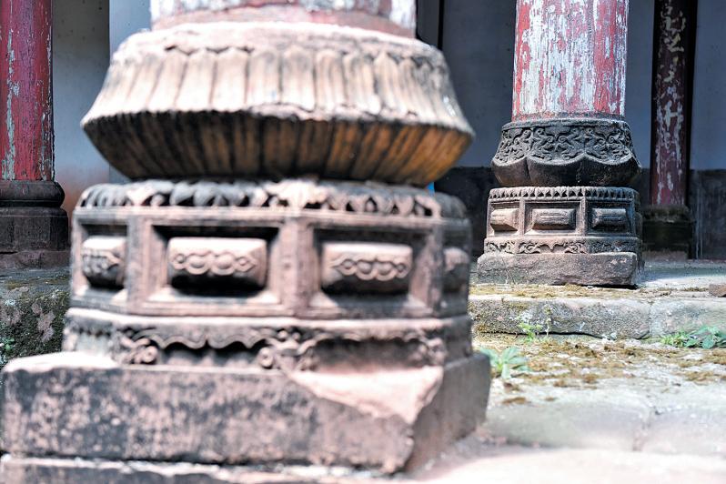 石柱的雕刻尽显古人的手艺。