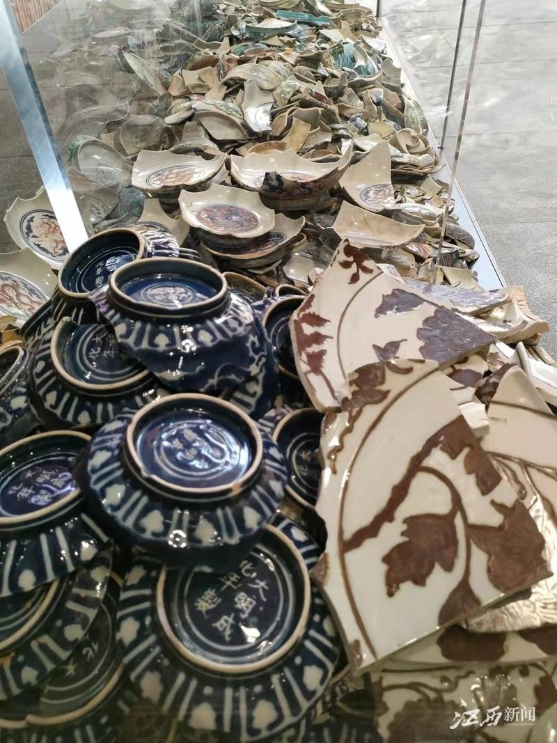 ▲景德镇御窑厂出土的陶瓷残片