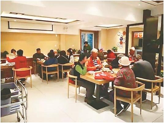 哈尔滨市道里区社区助老餐厅。