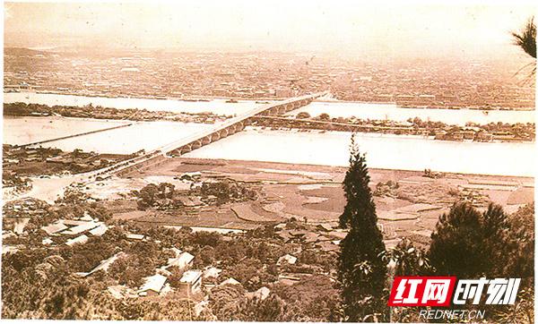 1-1-长沙-70年代鸟瞰湘江一桥.jpg