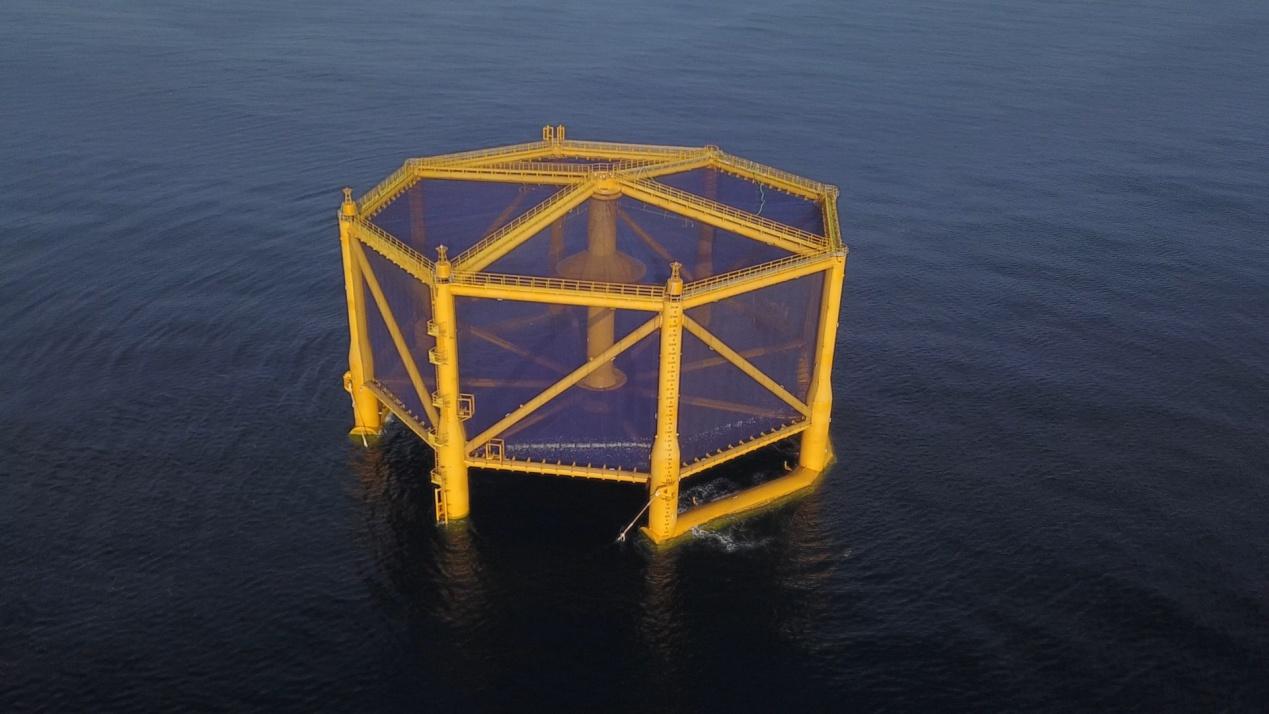 """中国自主研发的世界最大的全潜式智能渔业养殖装备""""深蓝一号"""",目前正在黄海海域使用"""
